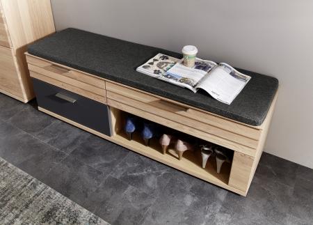 Předsíňový nábytek ACHAT_detail sedacího polštáře na lavici_obr. 12