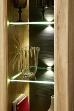 Obývací a jídelní nábytek BASE_detail zadní plochy u vitrin a osvětlení_obr. 11