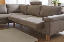 """Detail funkce """"Komfort_Bett"""" - výsuvný sedák s úložným prostorem_v látce Clash fango_kontrastní šev_područka 3_nohy dub_obr. 16"""