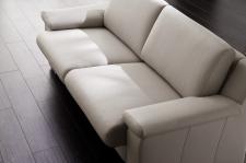 Sedací souprava CHOICE_detail vysunutých sedáků_v kůži Soft Line light grey_obr. 15