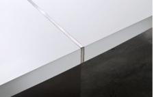 Jídelní stůl CONCORD_detail nerezové aplikace ve středu desky