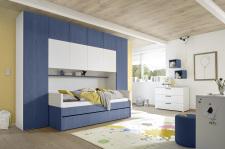 """Dětský a studentský nábytek ESPERO (modrá varianta)_skříňový """"most"""" nad postel 310 cm_postel 90 cm + čalouněný díl + zásuvka pod postel_regálová police_komoda_1x sada stěnových regálů_obr. 8"""