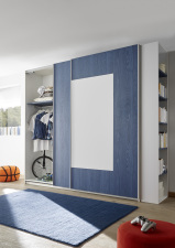 Šatní skříň s posuvnými dveřmi ESPERO (Quadr.-optika) 243x230 cm_otevřená_modrá police_samostatně stojící regál s 5-ti policemi_typy 671704-243-B_674602-243-7_674602-45_obr. 17