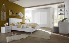 Dětský a studentský nábytek ESPERO (šedá varianta)_šatní skříň s posuvnými dveřmi (Quadr.-optika) 243 cm_čalouněná bílá čtverečkovaná postel 160 cm_noční stolek_psací stůl 138 cm_regál s 3 policemi, v. 230 cm_regál na šaty s 2 policemi a tačí na ramínka_obr. 6