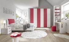 Studenstký nábytek ESPERO (červená varianta)_šatní skříň s posuvnými dveřmi (Vertik.-optika) 243 cm_čalouněná postel 120 cm_noční stolek_psací stůl 138 cm_samostatně stojící regál s 3 policemi 230 cm_obr. 3