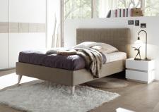 Čalouněná postel DOLCE_bez spodní desky_imitace kůže Pandora hellbraun_noční stolek_bílý matný lak - dub beige imitace_obr. 6