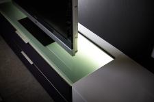Obývací program MEDIAN_detail osvětlení skla