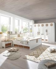 Ložnice SCANDIA_postel s podstavbou_noční stolky s proutěnými košíky_obr. 3