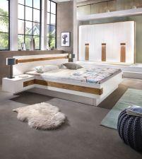 Ložnicový nábytek AMBER_sestava 6-ti dv. šatní skříně s okrasným rámem a osvětlením + postel s nočními stolky a osvětlením_ jiný úhel_ obr. 2
