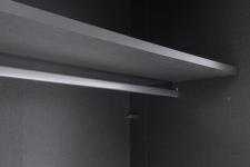 Detail vnitřního provedení šatních skříní RIVER_obr. 14