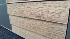 Obývací nábytek ALIVIO_ detail vnějšího ručního zpracování dřeva na zásuvkách lowboardu_ foto prodejna_ obr 9