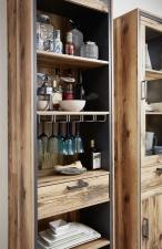 Obývací a jídelní nábytek PRISMA _detail držáku skleniček na víno_ obr. 13