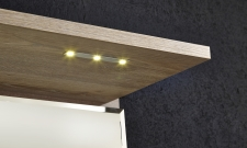 Předsíňový nábytek POWER_detail LED osvětlení v horní polici_obr. 5