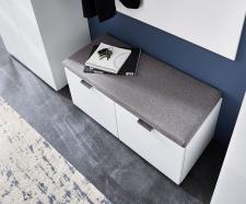 Předsíňový nábytek QUICK_detail lavice s polštářem na sezení_obr. 5