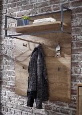 Předsíňový nábytek RICHMOND_ detail šatního panelu s reelingem a háčky na šaty_ obr. 11