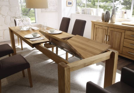 Rozkládací jídelní stůl UNIVERSAL_detail rozkládacího mechanismu_foto v provedení divoký dub Natur masiv