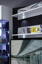 Obývací stěna SIMONE_detail osvětlení závěsných polic_obr. 10